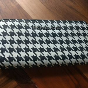 Michael Kors Hounds Tooth Leather Zip Selma Clutch